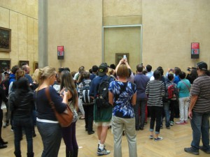 photographers crowd around the Mona Lisa