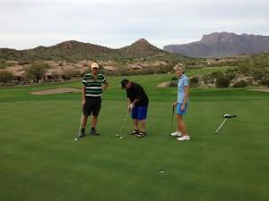 Dave makes a putt