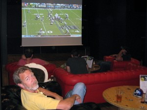 Sunday night at the Belushi Bar, just across the road from the train station at Gare du Nord, about a mile from our place. Unfortunately the Giants lost to the Panthers 38-0! and the Vikings lost (another) heartbreaker to the Bengels. But it was fun to watch NFL Redzone tonight.